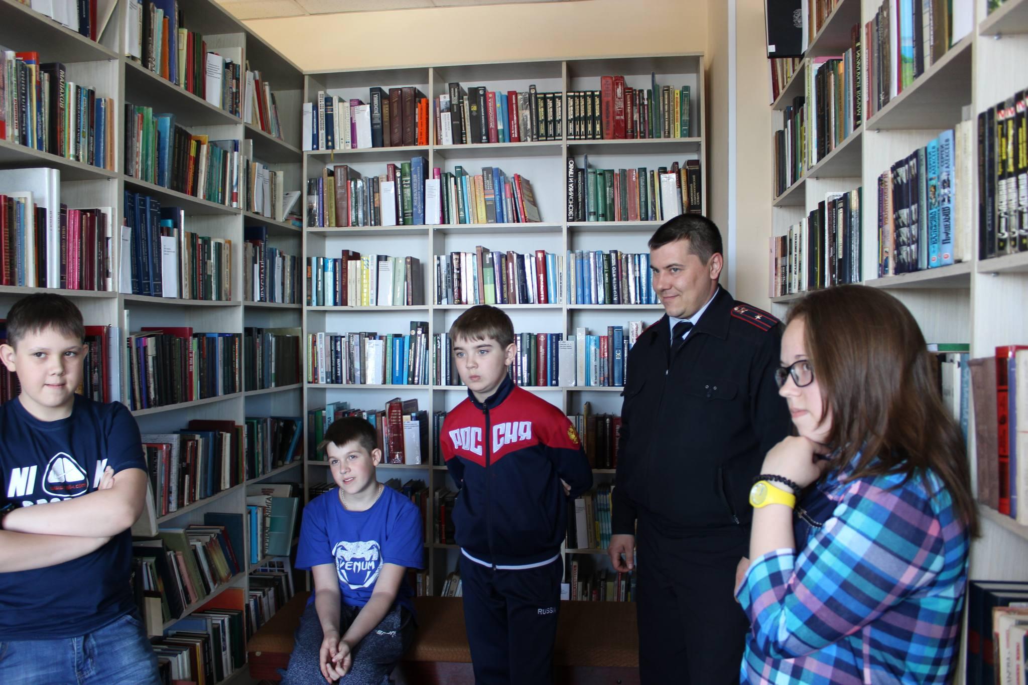 Полицейские Уярского района провели квест для школьников, посвященный 300-летию российской полиции